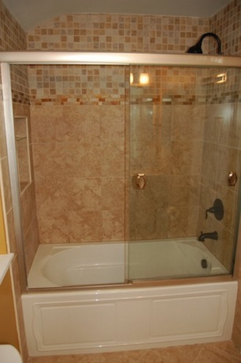Add style to a tub shower combo in the bathroom for Bathroom ideas with tub and shower