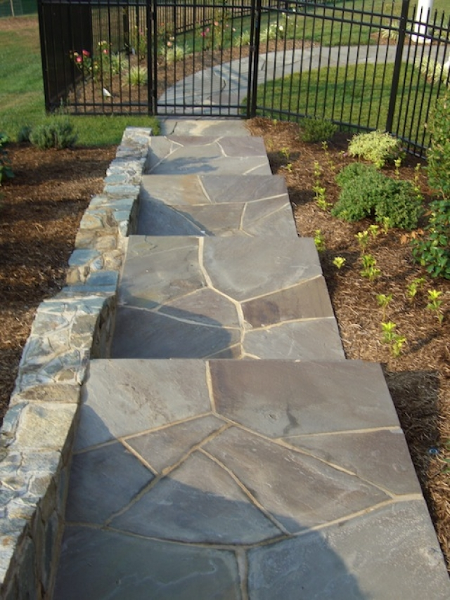 How to Install a Flagstone Walkway: Mortar & Dry