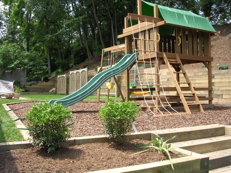 27 stunning kid friendly backyard landscaping ideas for Children friendly garden designs